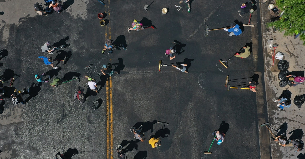 In Minneapolis, Neighbors Are Mobilizing—Offline